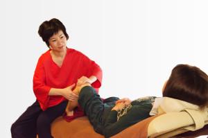 タイ古式マッサージは足から施術を行う
